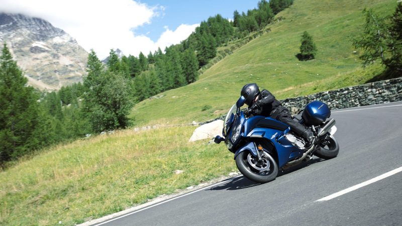 19_FJR1300ES_Matte-Phantom-Blue_Action_001-2_TDO9