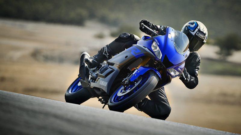 19_YZF-R3_Team Yamaha Blue_Action01_0054-min