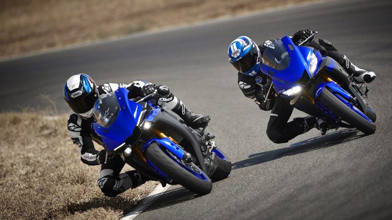 19_YZF-R3_Team Yamaha Blue_Action01_0313-min
