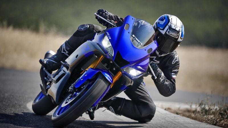 19_YZF-R3_Team Yamaha Blue_Action02_0023-min