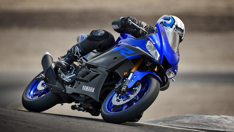 19_YZF-R3_Team Yamaha Blue_Action03_0038-min