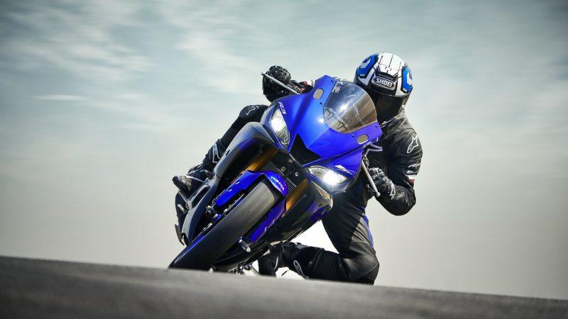 19_YZF-R3_Team Yamaha Blue_Action03_0085-min