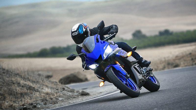 19_YZF-R3_Team Yamaha Blue_Action09_0021-min