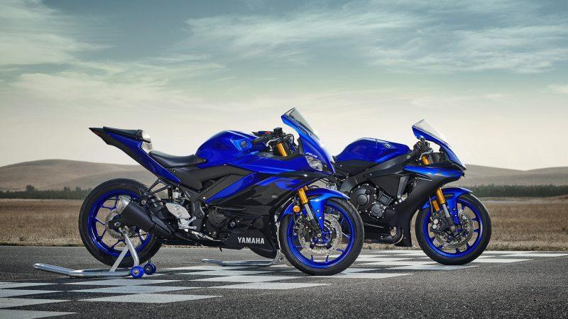19_YZF-R3_Team Yamaha Blue_Beauty01_0005-min