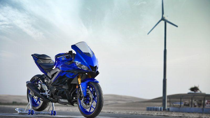 19_YZF-R3_Team Yamaha Blue_Beauty02_0010-min