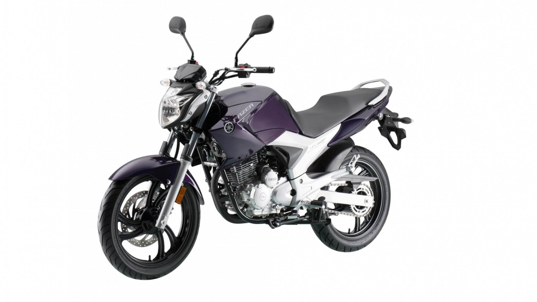 2016-Yamaha-Fazer-250-RU-Cosmic-Purple-Action-001.jpg