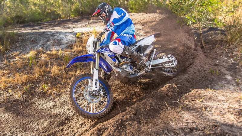 19_WR250F_Team Yamaha Blue_Action_003