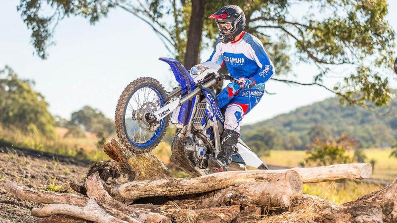 19_WR250F_Team Yamaha Blue_Action_009