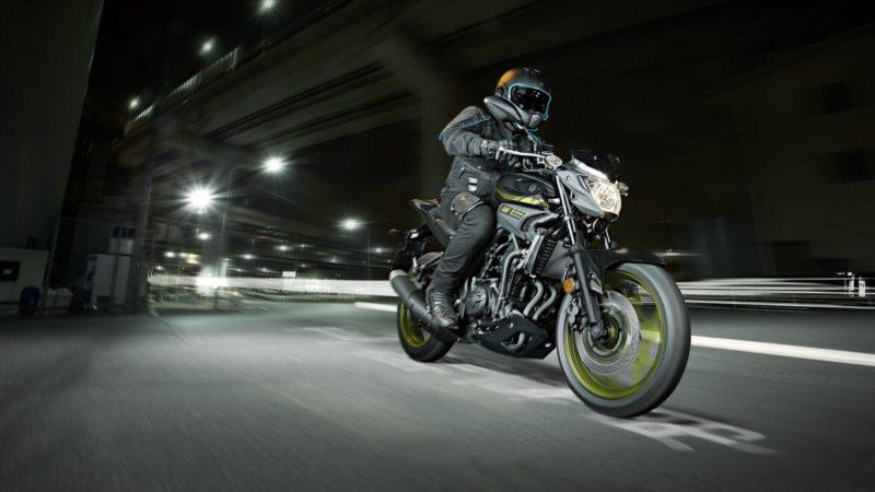 2018-Yamaha-MT-03-EU-Night-Fluo-Action-001 (1).jpg