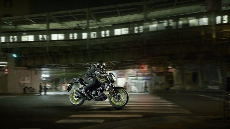 2018-Yamaha-MT-03-EU-Night-Fluo-Action-002 (1).jpg
