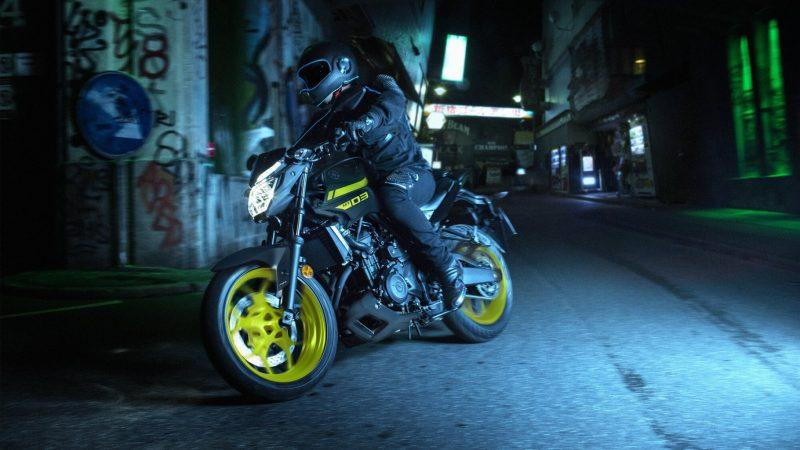 2018-Yamaha-MT-03-EU-Night-Fluo-Action-003 (1).jpg