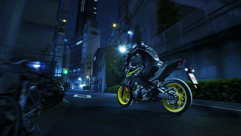 2018-Yamaha-MT-03-EU-Night-Fluo-Action-004 (1).jpg
