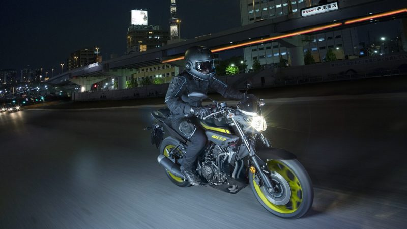 2018-Yamaha-MT-03-EU-Night-Fluo-Action-005 (1).jpg