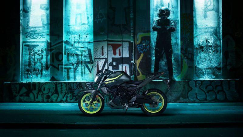 2018-Yamaha-MT-03-EU-Night-Fluo-Static-001 (1).jpg