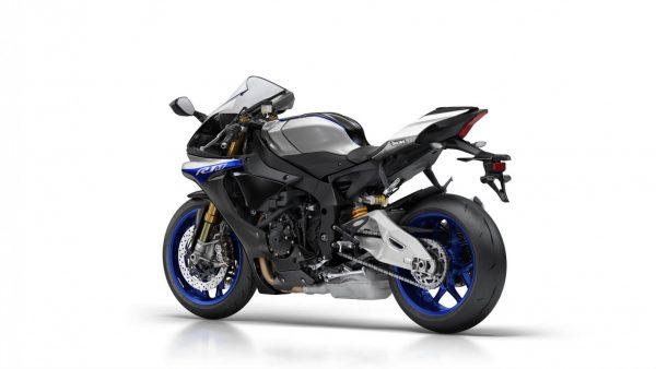 2018-Yamaha-YZF-R1M-EU-Silver-Blu-Carbon-Studio-005.jpg